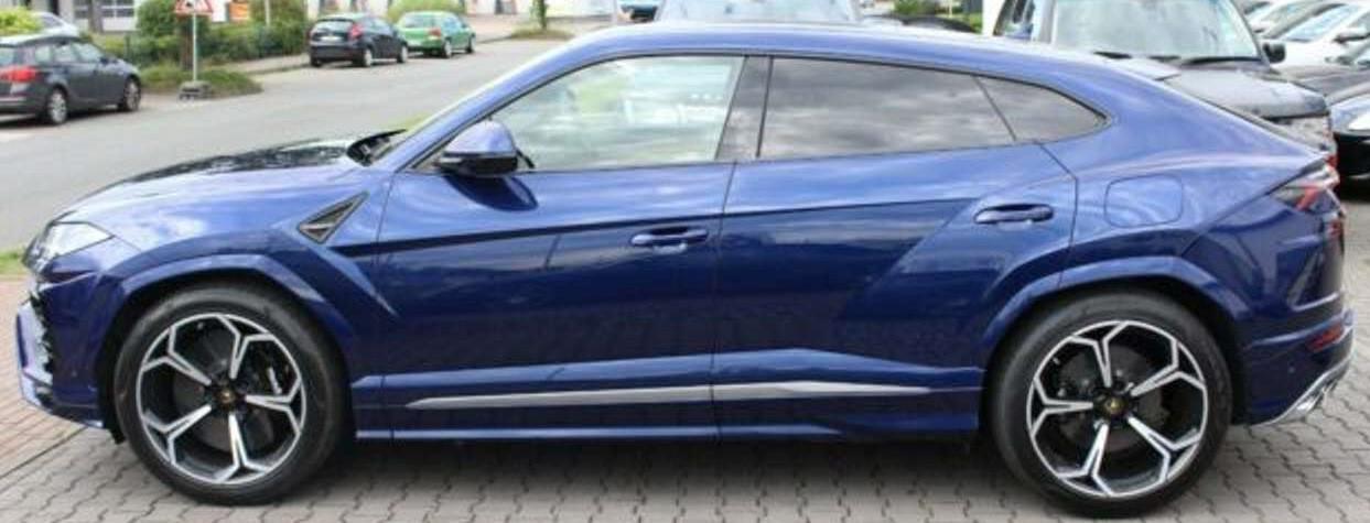 Lamborghini urus bleu edited