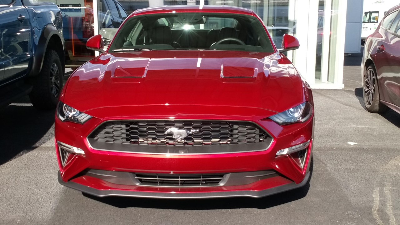 MUSTANG ROUGE FACE AVANT
